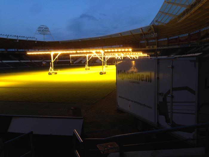 Lichtbollen schoonmaken bij Hull City FC